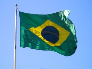 Drapeau brésilien dans le ciel de Brasilia