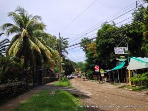 La rue principale à Dominical