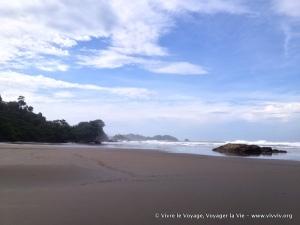 Playa de Dominical (y Dominicalito en el fondo)